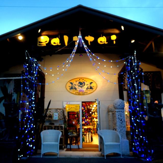 アジアン雑貨屋にも、クリスマスの飾りつけ