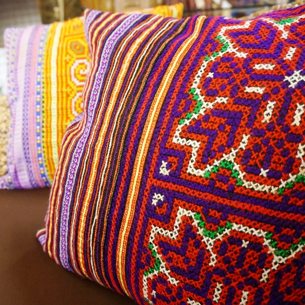 クッションカバー/モン族刺繍/アジアンインテリア