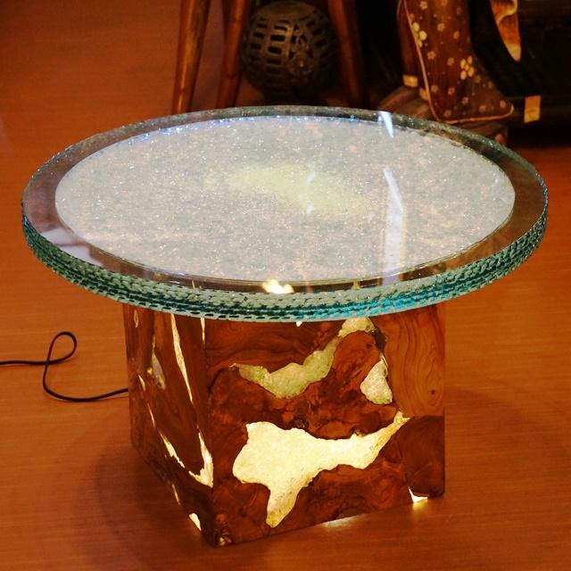 ガラス&チークのテーブル