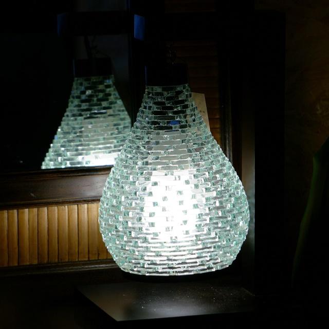 カットスティックガラスのアジアンランプ