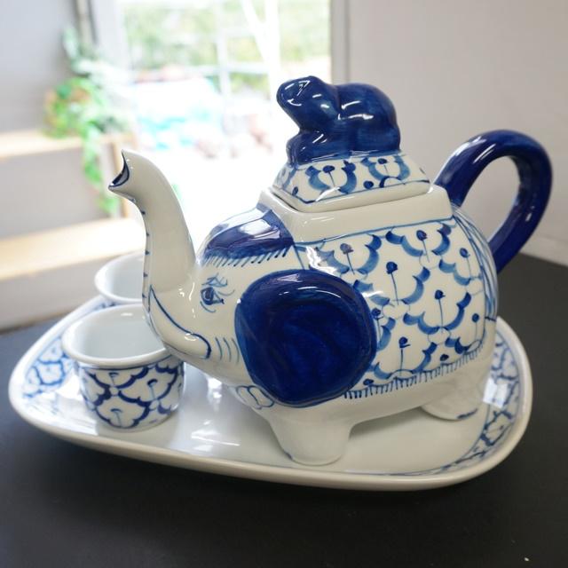 ブルー&ホワイトの陶磁器/ポット&湯呑&長皿、タイから新入荷!