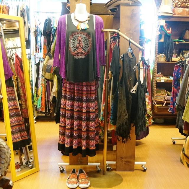 新入荷! 新しいお洋服は秋色夏素材で!