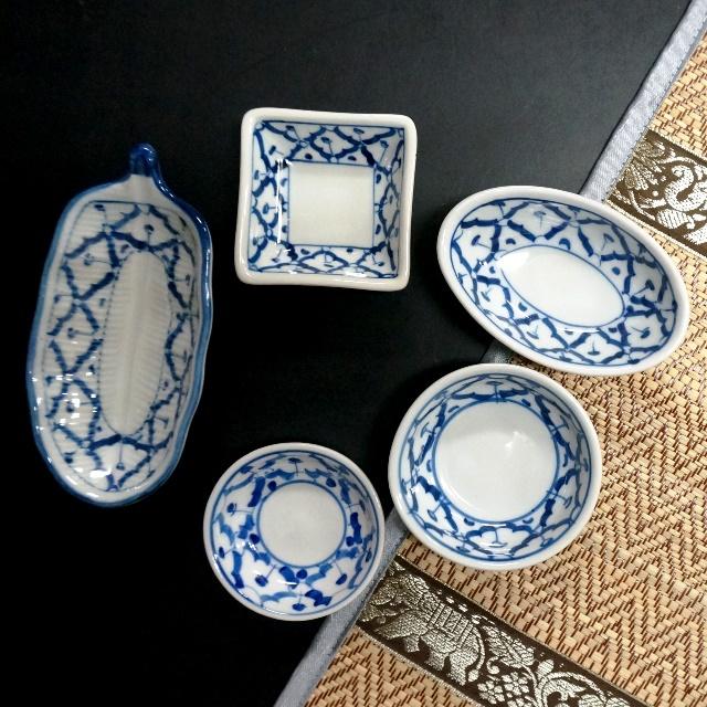 ブルー&ホワイトの陶磁器/豆皿 タイ染付/アジアンキッチン雑貨