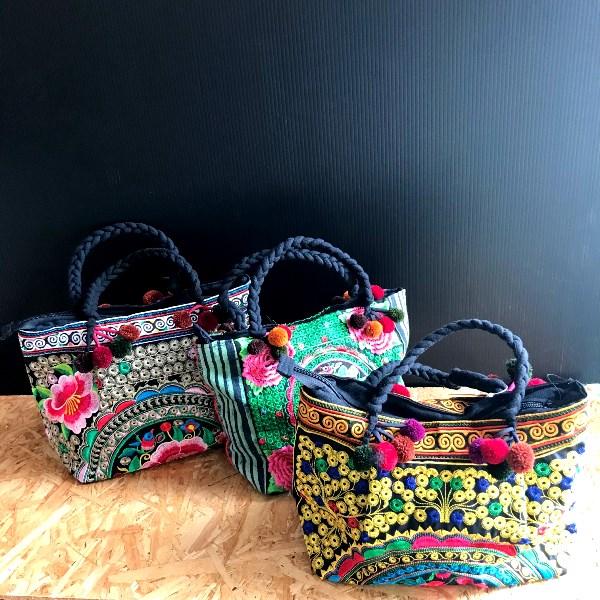 モン族のかわいいハンドバッグ