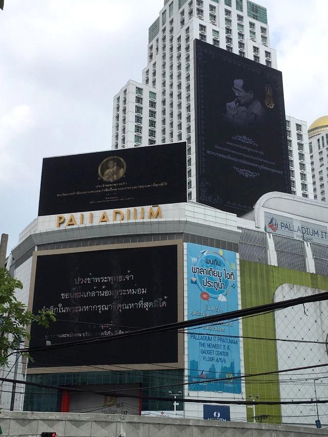タイ仕入れ/タイ国王死去・国民は黒服で追悼/2016.10