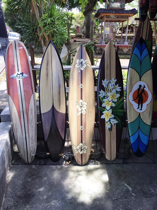木彫りのサーフボード/置物