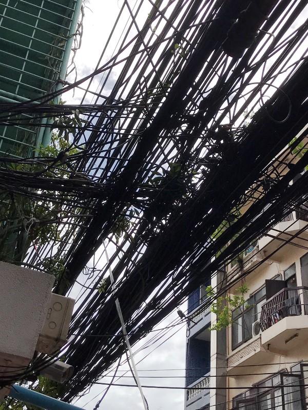 バンコク 電線