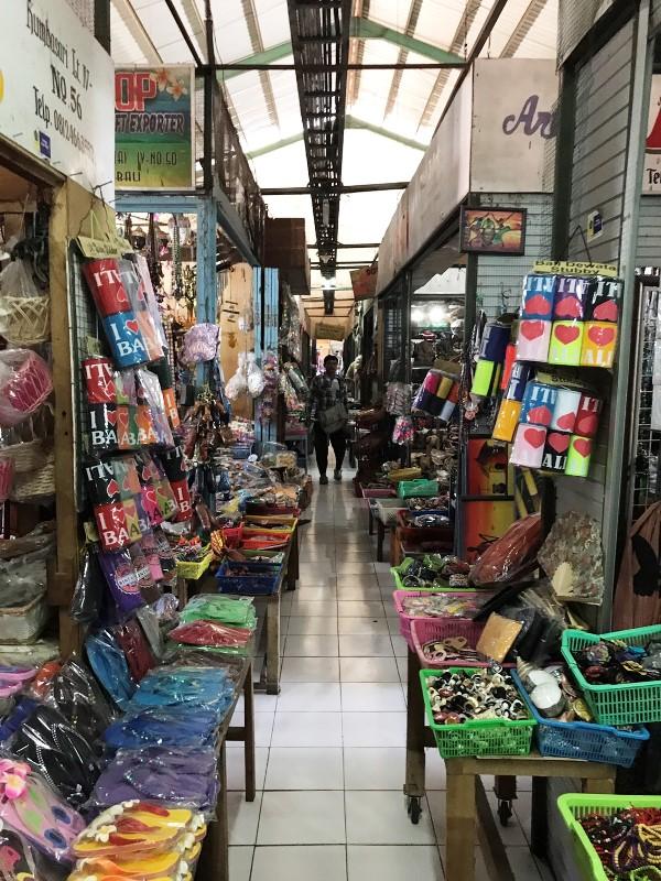 デンパサール クンバサリ市場
