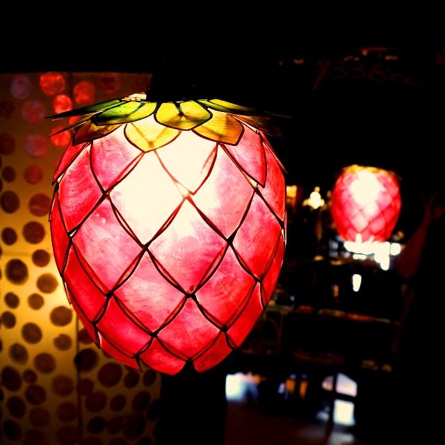 イチゴの形のカピス貝のランプシェード
