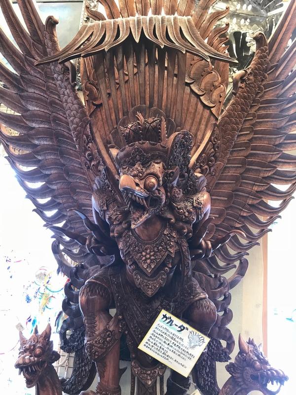 ガルーダ像