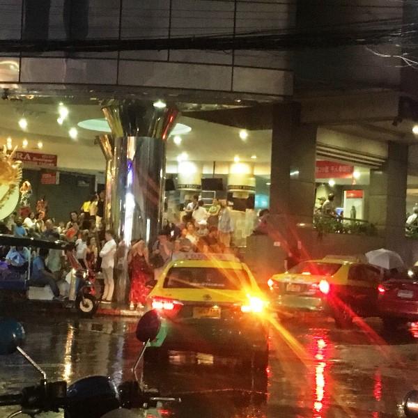 雨のバンコク BTS