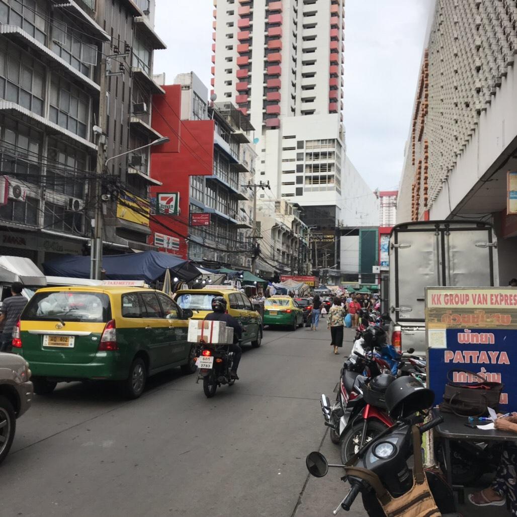 プラトゥナム 市場・インドラホテル周辺
