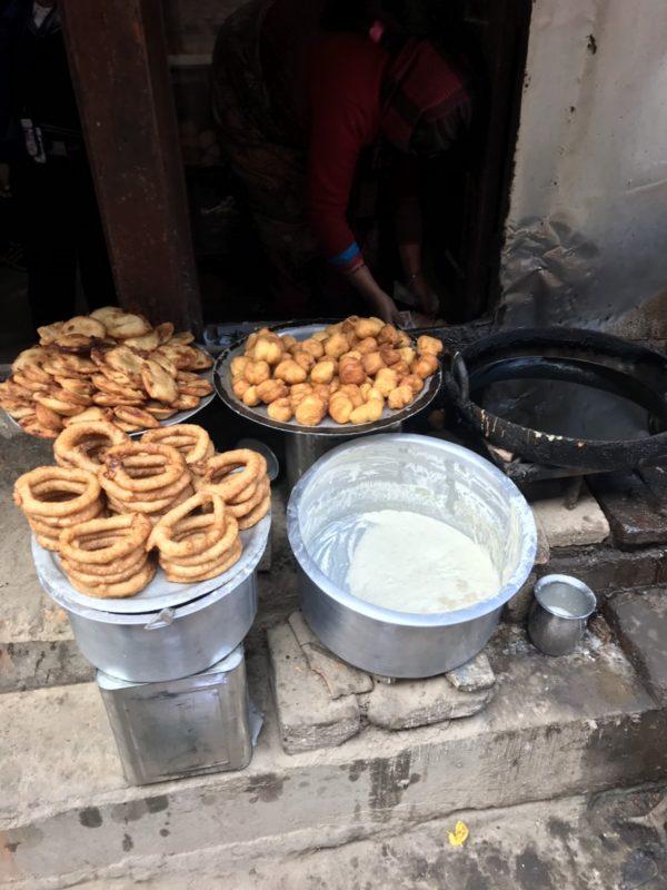 ネパールの揚げパン
