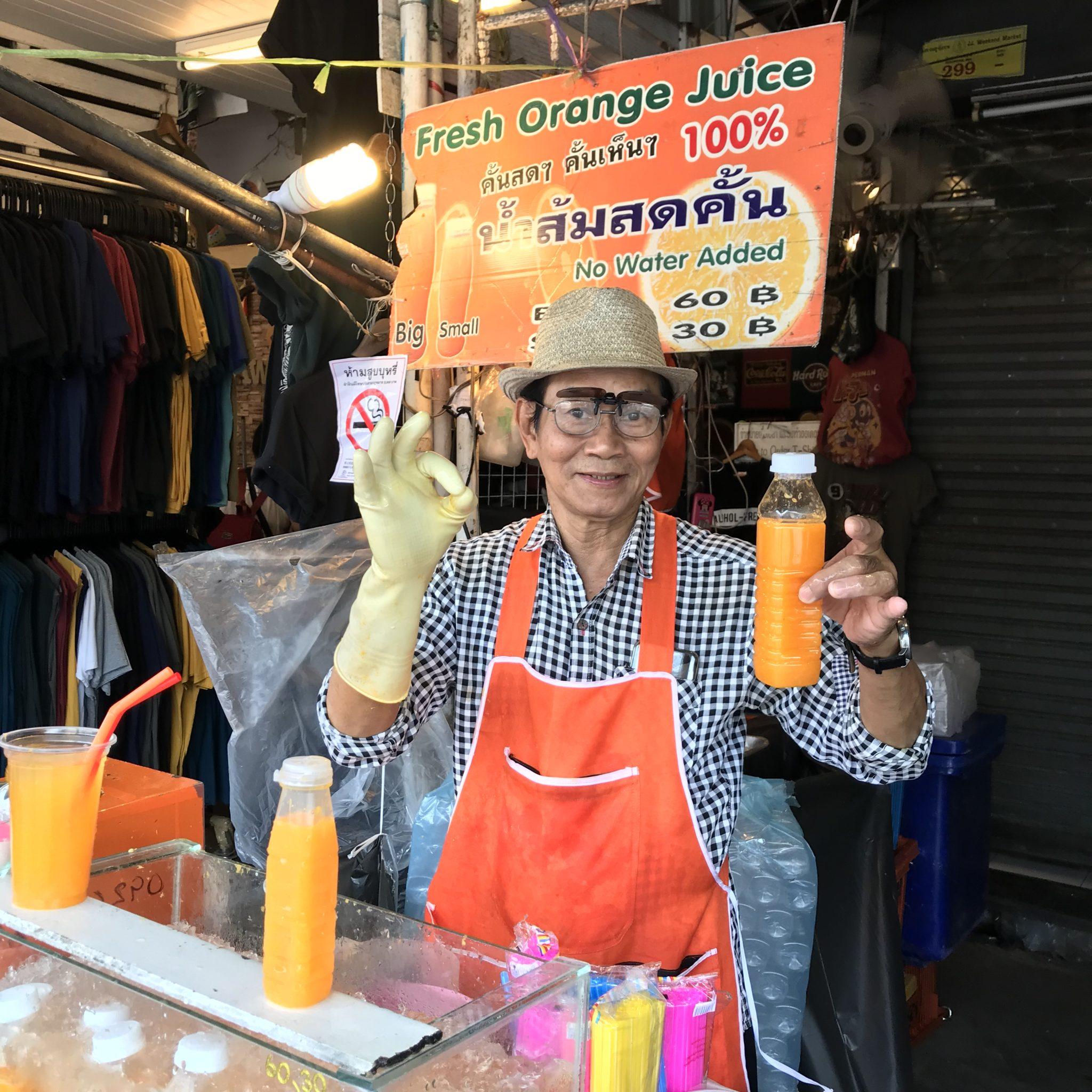 オレンジジュース屋さんのおじさん。ノンシュガー・ノンウォーター!