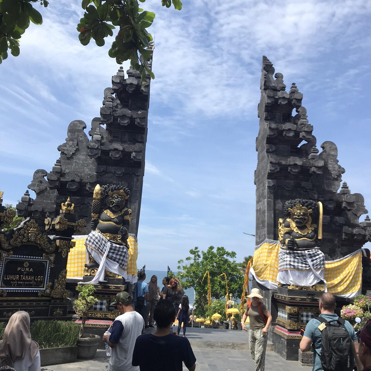 割れ門/タナロット寺院
