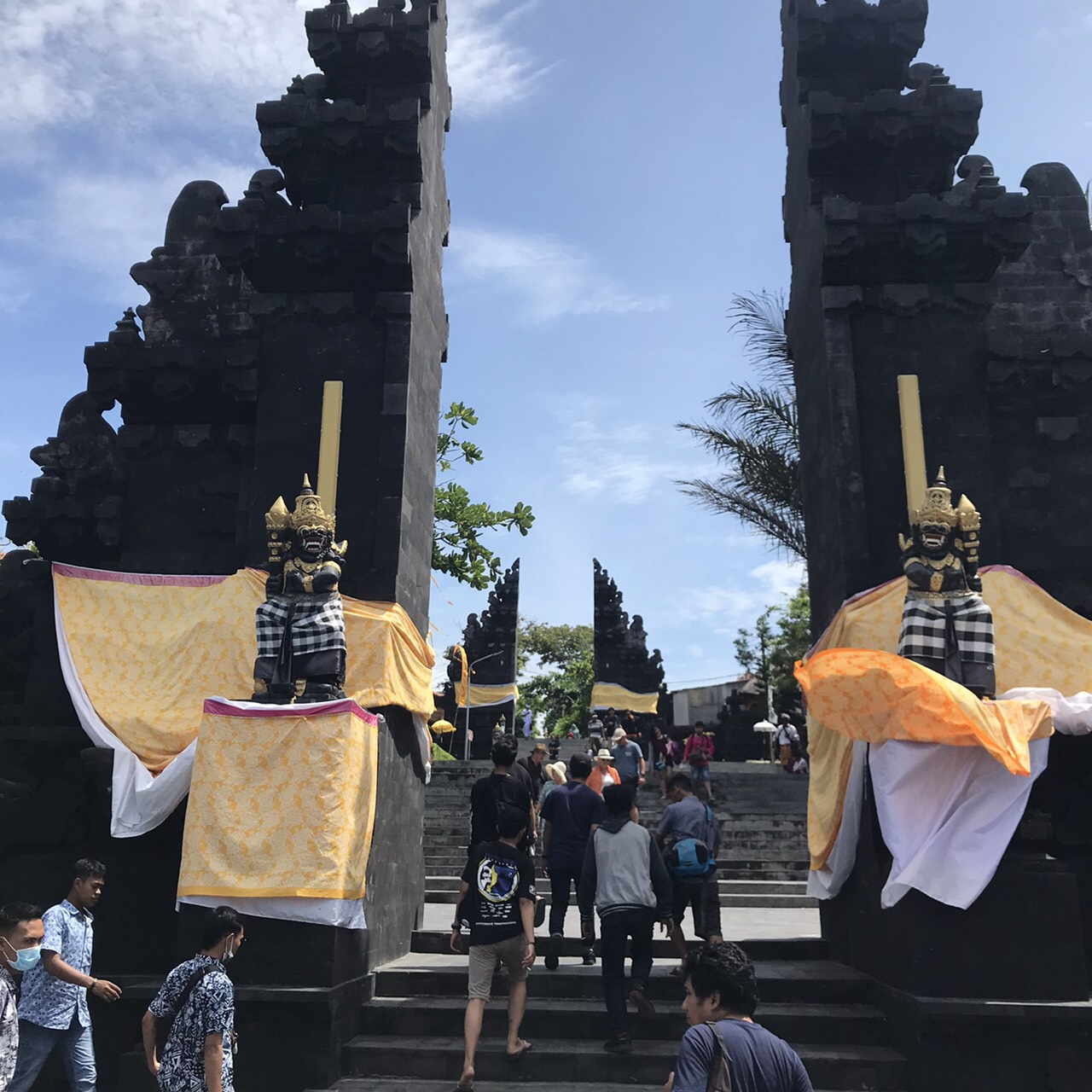 タナロット寺院/割れ門