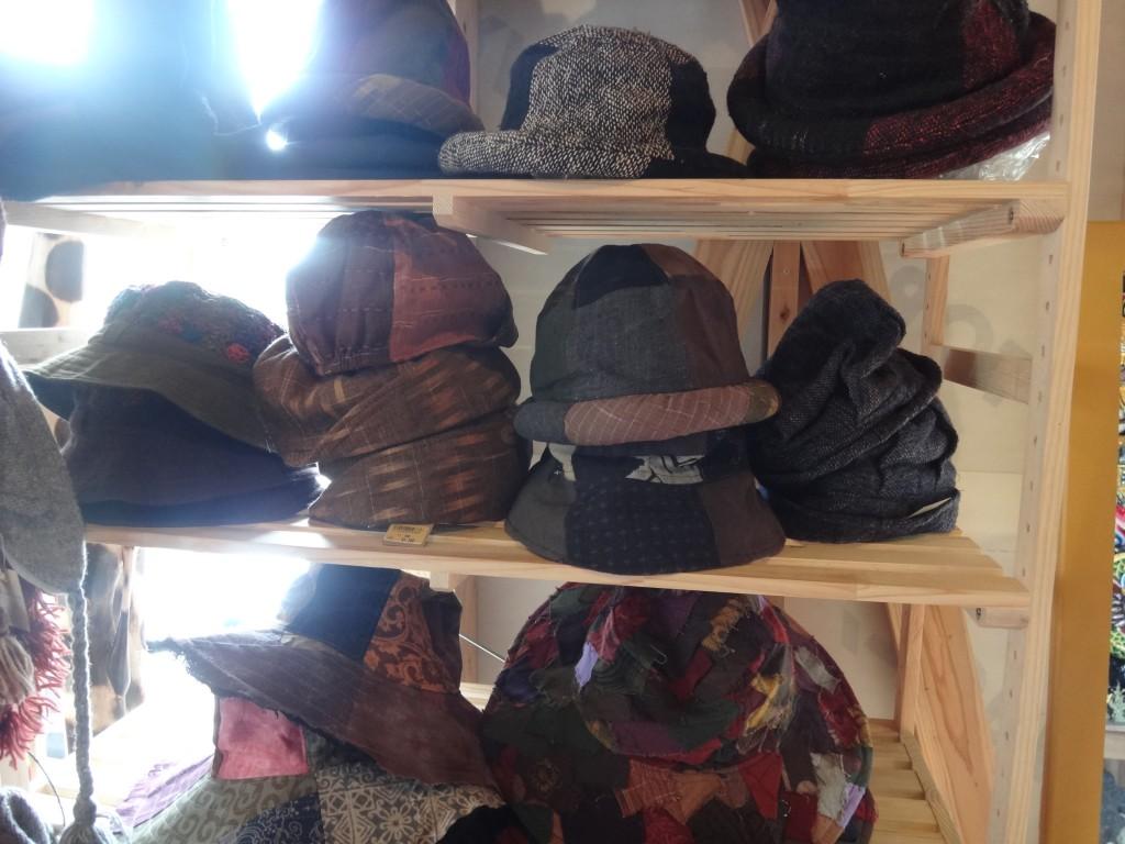 タイから入荷の帽子