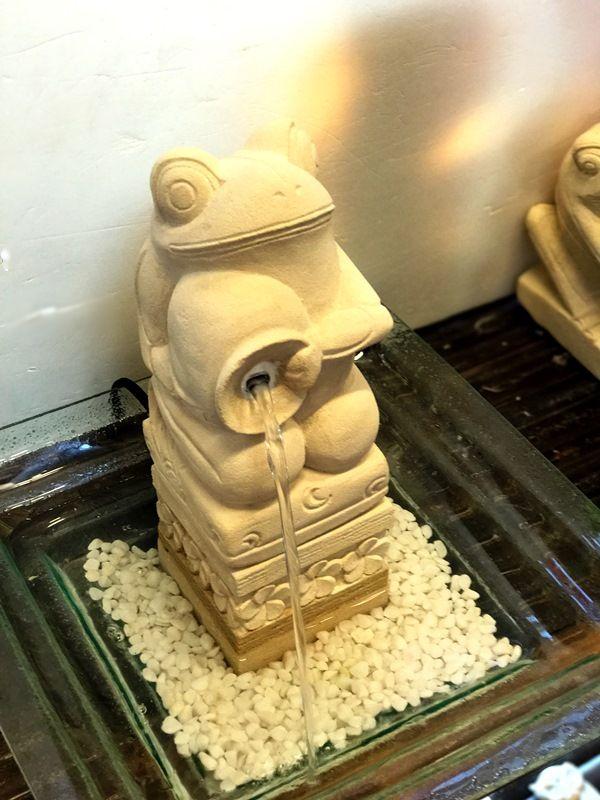 カエルのウォーターファウンテン/ライムストーン