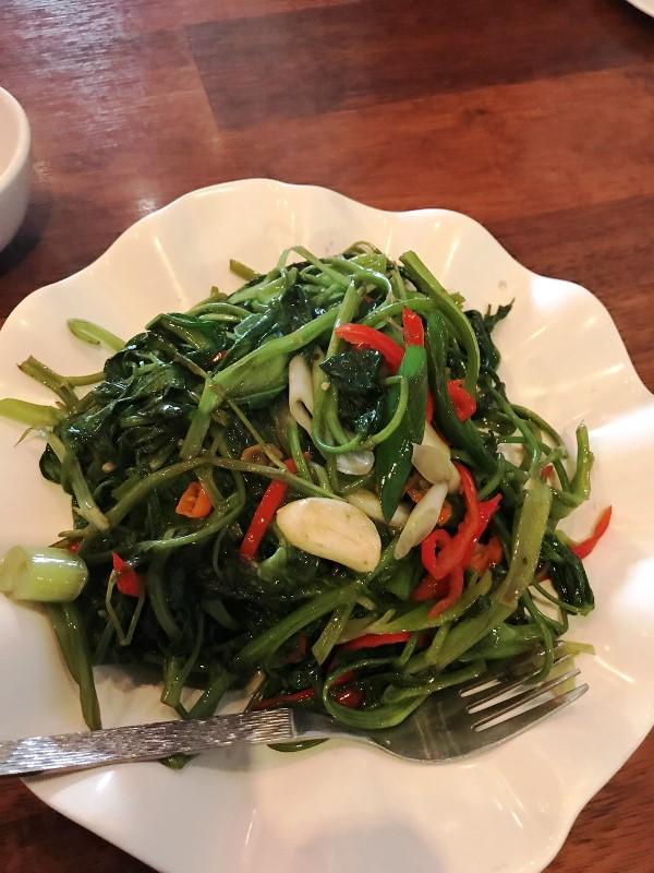 ワルンラオタ(老大) 空芯菜の炒め物